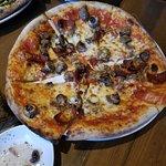 hamaker's corner -pepperoni, mushroom and sausage