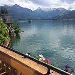 Blick vom Balkon über den Zeller See zum Kitzsteinhorn und Großglockner
