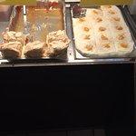 Fotos: Eingangsbereich, Terrasse, Innenbereich, hausgemachter Kuchen, Thekenbereich, Gratissnack