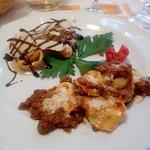 Bis di cappellacci (ragù - balsamico e pecorino)