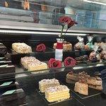 Pasteles elaborados por ellos, los mismos que sirven en el restaurante