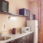 Мини кухня: посуда, СВЧ, холодильник, чайник