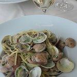Spaghettis alle vongole avec un verre de vin blanc, entre 15 et 20€ par personne