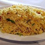 Garlic Chili Rice (arroz con chile verde, ajo y especias de la India)