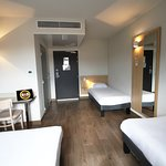 la chambre familiale pour 4 personnes de l'Hôtel B&B Valence TGV Romans