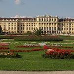 Parte del palazzo centrale visto dal parco