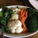 2 bowls of fresh veg + cheesy leeks