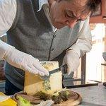 Antipasti di salumi e formaggi sapientemente selezionati dal nostro oste appassionato Gino Manzi