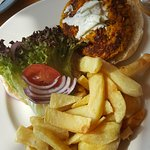 Veggie burger with chunky chips