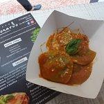raviolo de ricotta y espinaca in salsa tomate