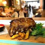 Costillar de cerdo con miel, teriyaki y almendras del restaurante Monty's en Madrid