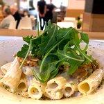 Rigatoni con salsa de queso de cabra y rúcula del restaurante Monty's en Madrid