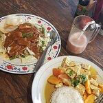 Gado gado, tempe curry, guava juice