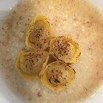 Ravioli ripieni di porchetta e dalla di pane di Genzano