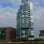 Ausblick nach Gegenüber, Vivid Lounge im Gebäude links
