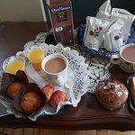 Desayuno (sandwich y leche de chocolate, no incluido)