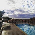 Nossa piscina com vista para a deslumbrante Praia de João Fernandes