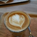 Great latte with splendid design. Superb coffee too!