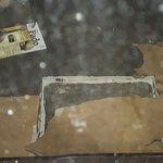 Foto do descaso, buraco coberto com papel fino!