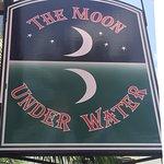 Foto de Moon Under Water