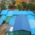 Noisy airconditioners, Wat Ounalom and sheds and shanties