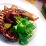 Grilled octopus with potatoes