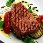 Tuna fillet with veggies
