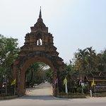 1お寺への正門