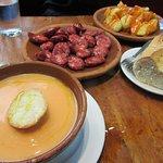 Gaspacho, patatas bravas, chorizo