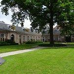 Hofje van Staats uit 1733;open ma-za 10-17uur;naast station NS