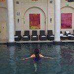 Entrée du spa- Accueil-Couloir d'accès piscine-Accueil coin beauté où rien ne manque ! Détente d