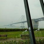 建物の中から見える瀬戸大橋