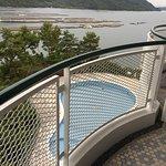 Lobby impressionnant  Grandes chambres  Vue sur aquaculture huîtres : attention moustiques !