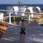 Freshen the thirst with a wide selection of our champagne offered on the seaside