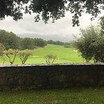 Vue du golf depuis le restaurant sous la pluie en juin 2018