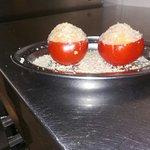 Pomodori ripieni patate e zucchine per vegetariani.