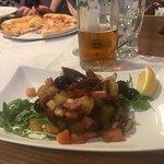 Kleines Lokal in enger Gasse, herzliche,freundliche Bedienung perfektes Essen!!😃👍ein Gaumensch