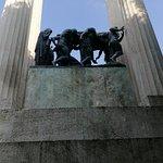 Monumento ai Caduti delle Guerre รูปภาพ