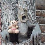 Такой чудак встречает возле кассы в детский городок