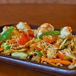 Wok de arroz con langostinos, pollo y verduritas. (Sugerencia ocasional)