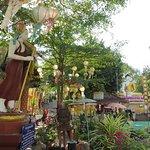 9礼拝堂前庭の仏像