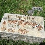 Riverside Cemetery resmi