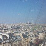 Vista desde el mirador del Centre Pompidou en París. Al fondo, un aspecto de Montmartre