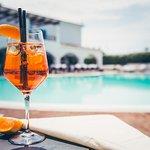 Un aperitivo a bordo piscina