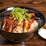 This is a nice Japanese restaurant on Folsom Street. The food is very fresh. The service is also