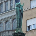 Statue en bronze de la Vierge