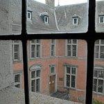 D'une fenêtre du château neuf, vue sur la façade intérieure