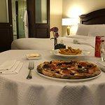 Pizza Diavola - Servizio in Camera