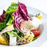 Rukkola saláta lágy kecskesajttal és körtével - Ruccola salad with soft goat cheese and pear