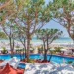 Panoramica della piscina e della spiaggia